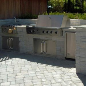 Outdoor-Kitchen-with-Bar